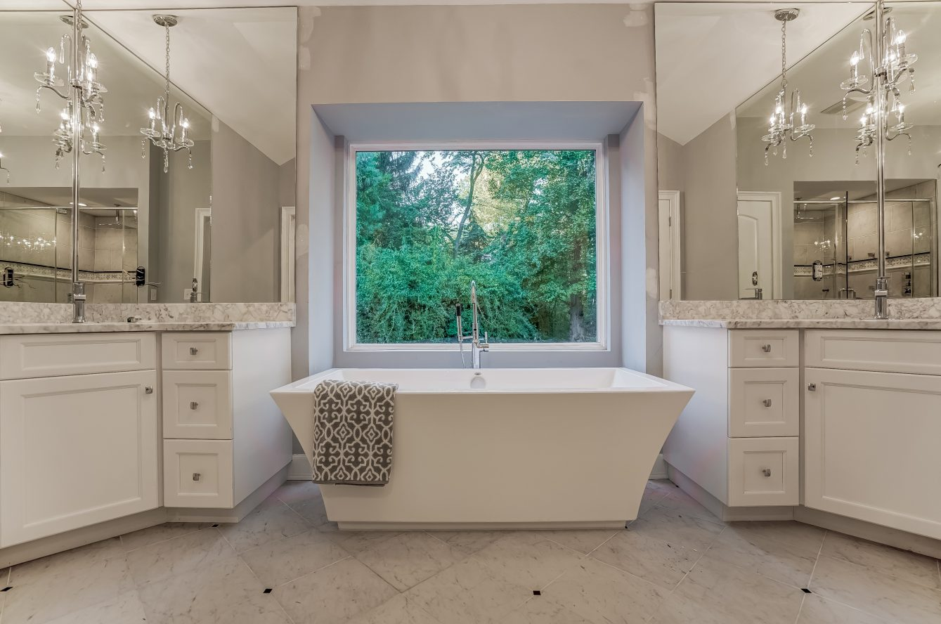 10 – 5 Grosvenor Road – Spa-like Master Bath