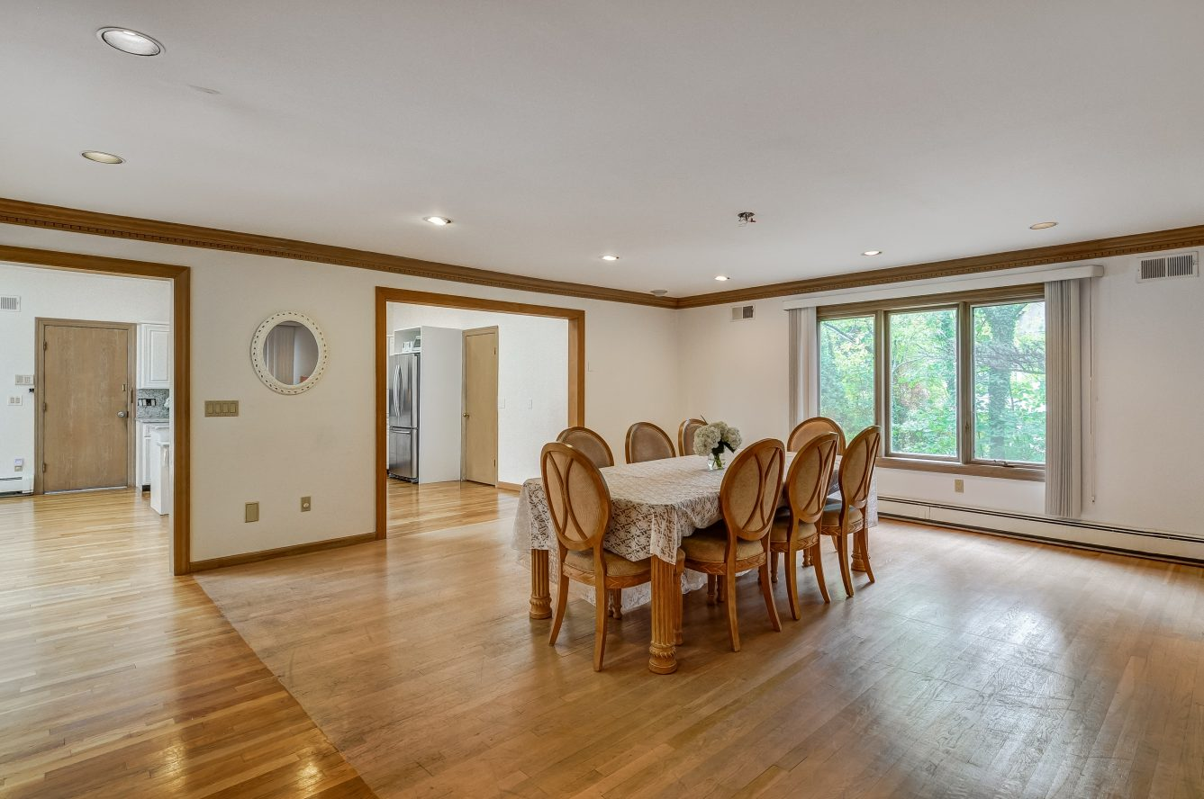 10 – 80 Hillside Avenue – Dining Room