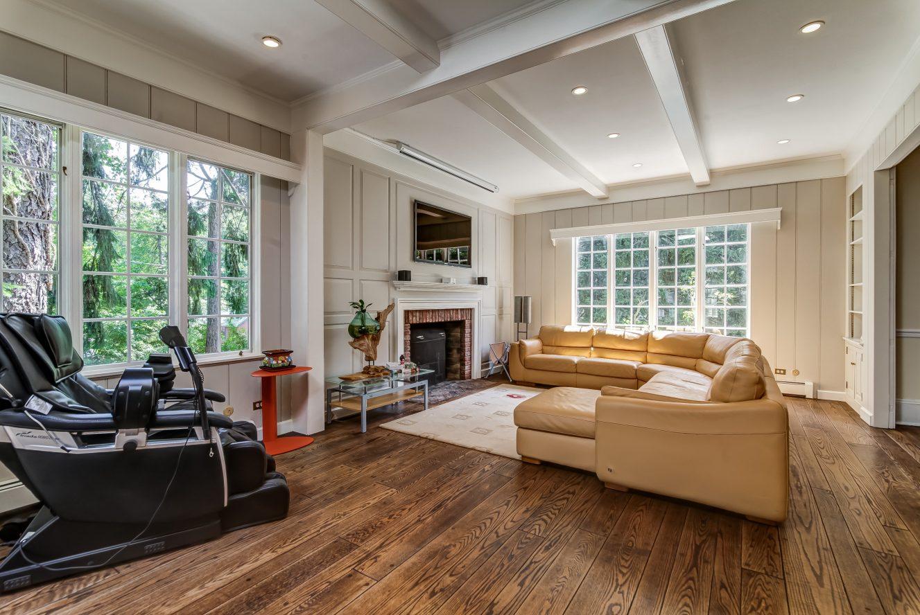 11 – 2 Tall Pine Lane – Gorgeous Family Room