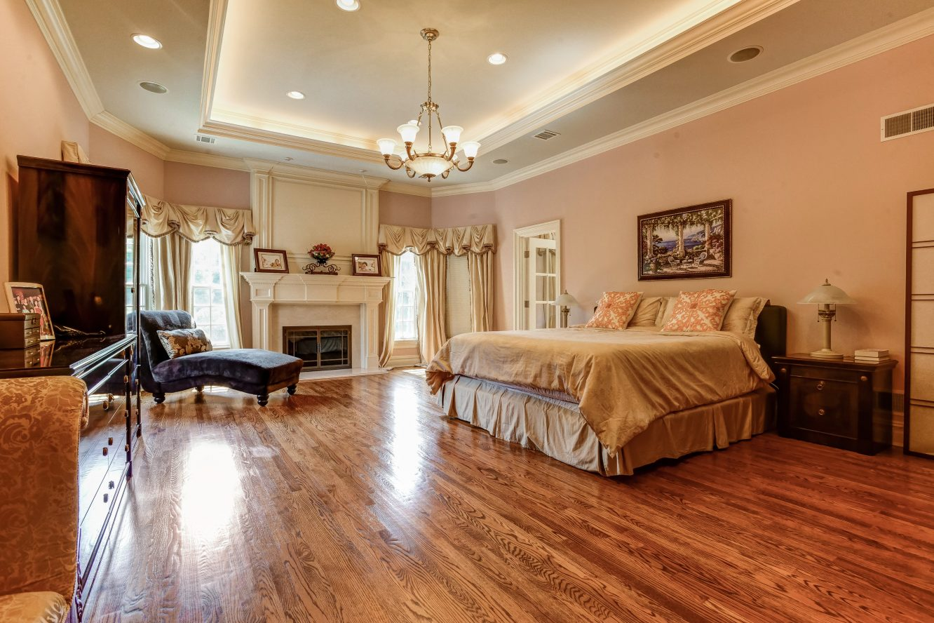 11 – 46 Great Hills Terrace – Luxurious Master Bedroom Suite