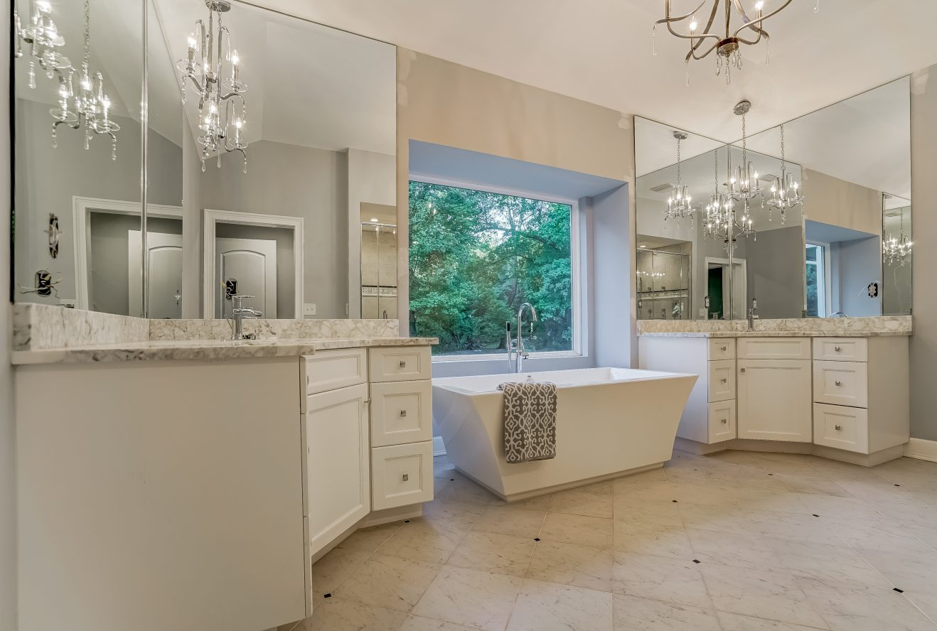 11 – 5 Grosvenor Road – Spa-like Master Bath