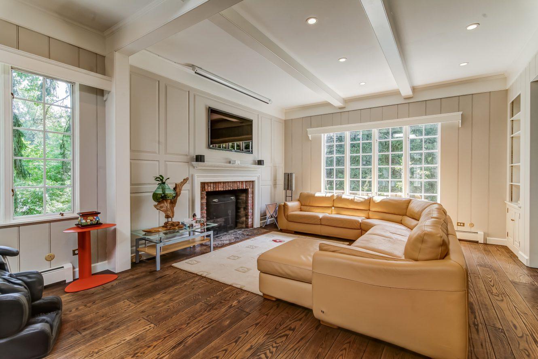 12 – 2 Tall Pine Lane – Gorgeous Family Room