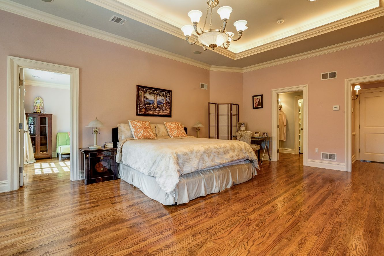 12 – 46 Great Hills Terrace – Luxurious Master Bedroom Suite