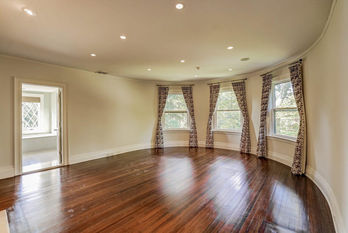 12 – 7 Chestnut Place – Master Bedroom