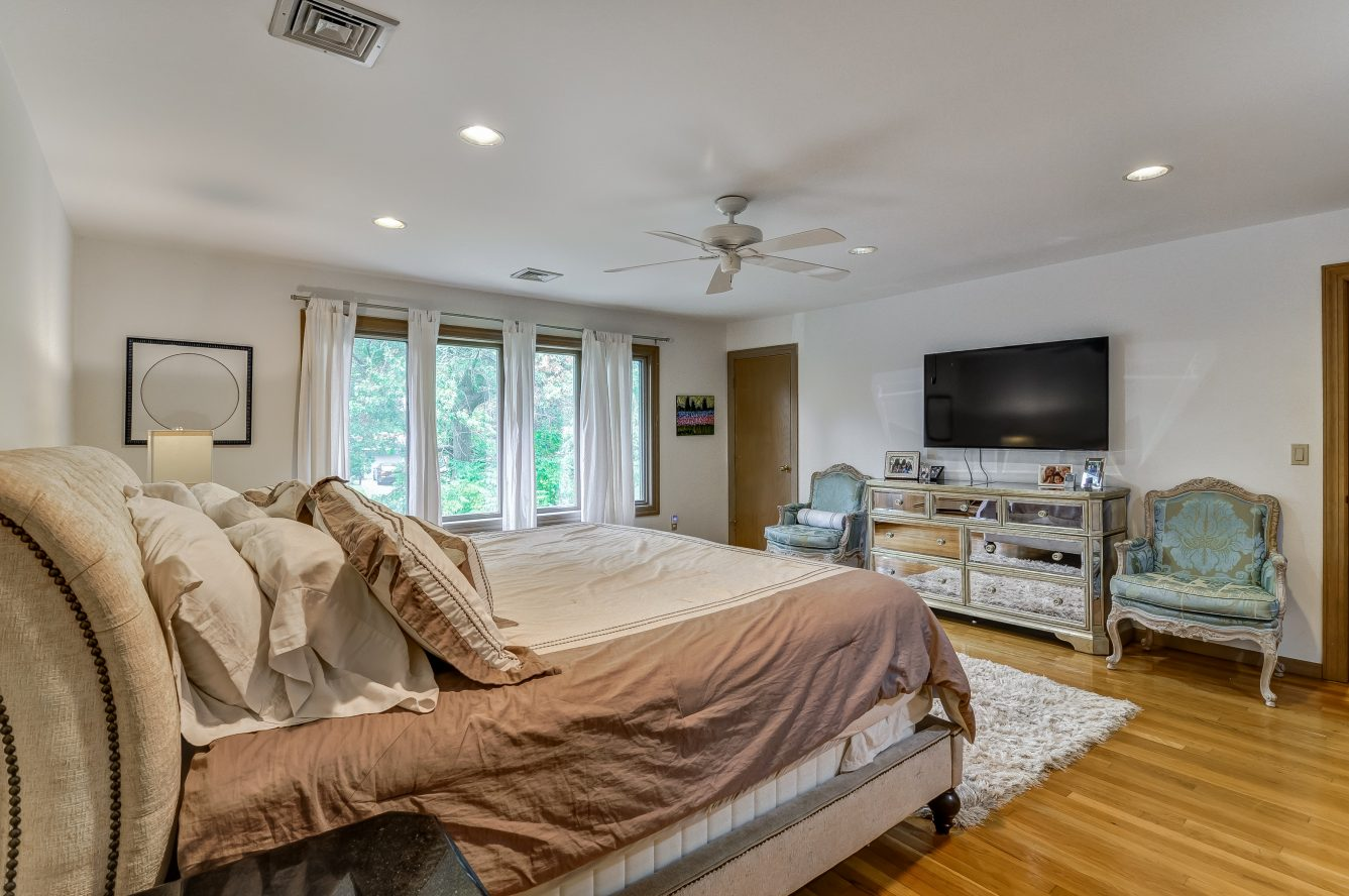 12 – 80 Hillside Avenue – Master Bedroom