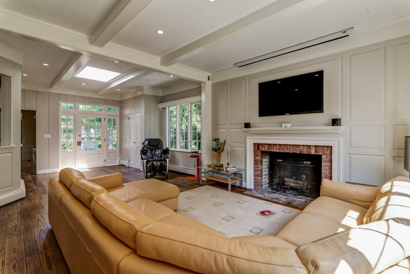 13 – 2 Tall Pine Lane – Gorgeous Family Room
