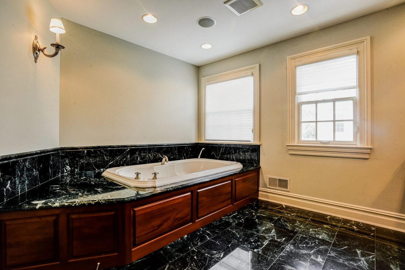 13 – 46 Great Hills Terrace – Spa-like Master Bath