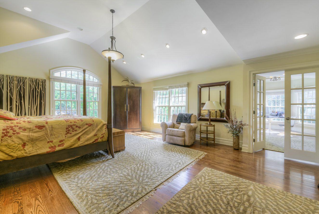 13 – Master Bedroom – 4 Fox Hill Lane