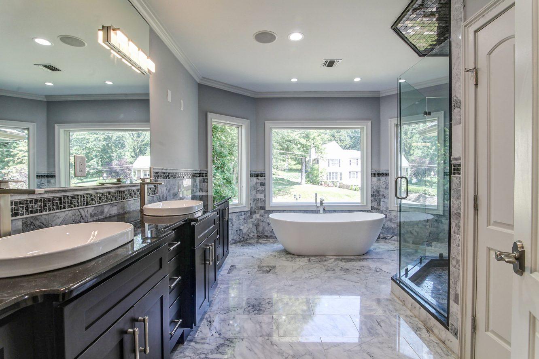 14 – 21 Johnson Drive – Spa-like Master Bath
