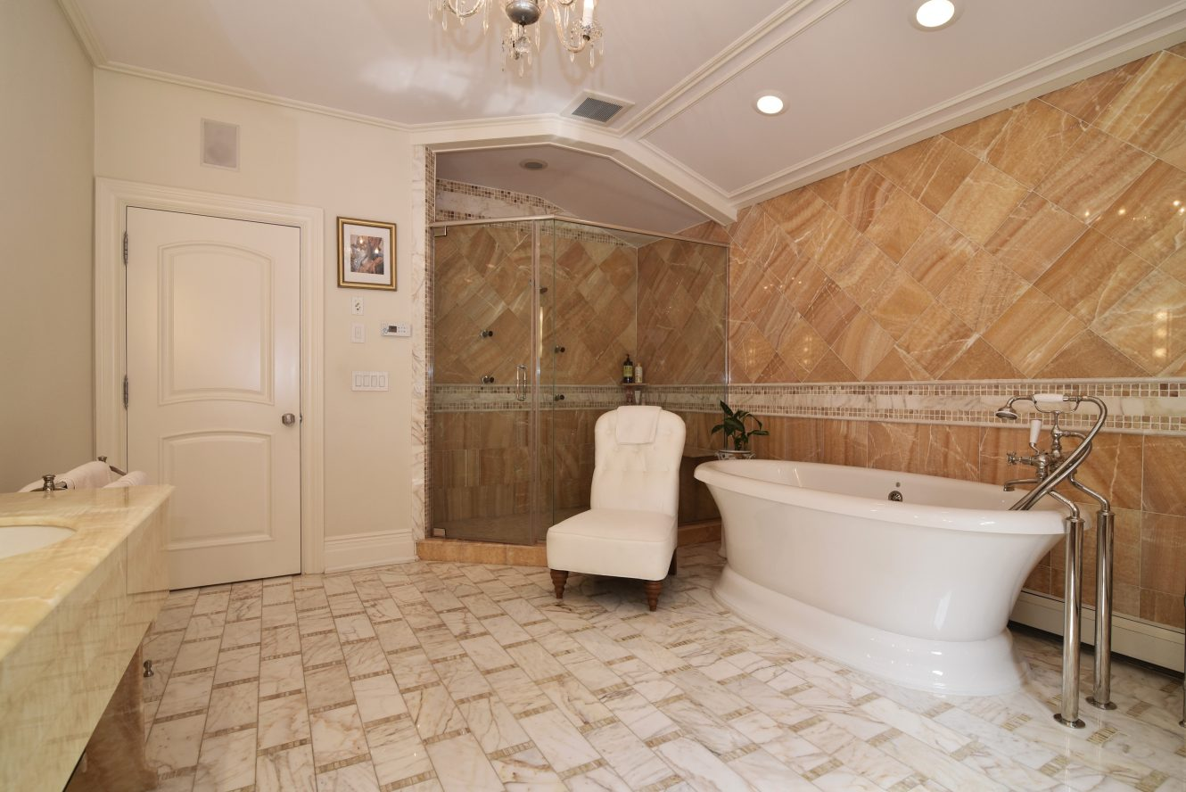 14 – 28 Holly Drive – Spa-like Master Bath