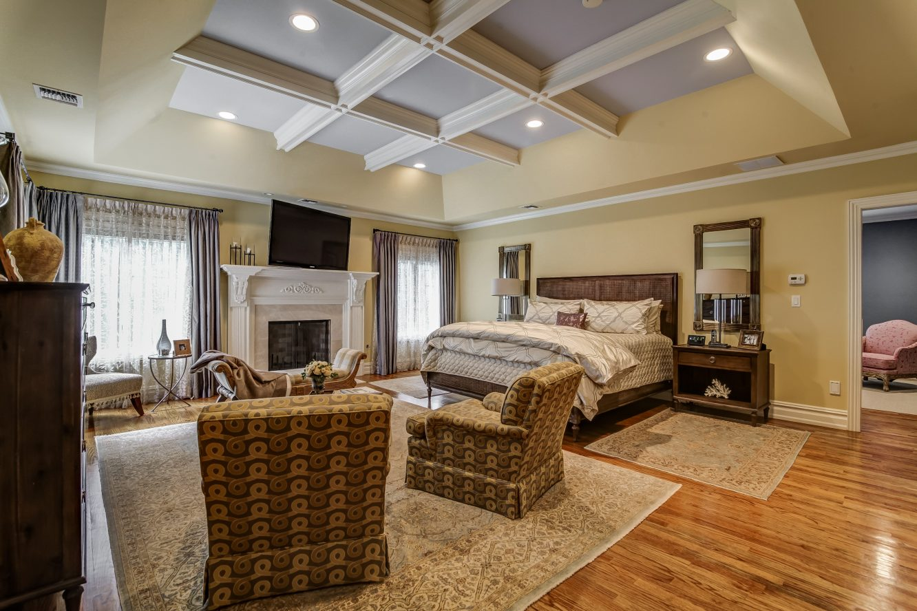 15 – 12 Shirlawn Drive – Luxurious Master Bedroom