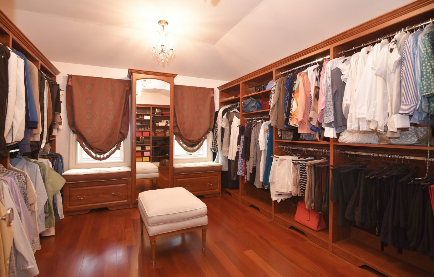 15 – 28 Holly Drive – Master Walk-in Closet