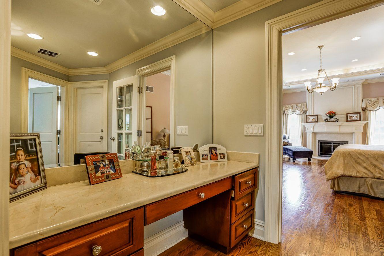 15 – 46 Great Hills Terrace – Master Dressing Room