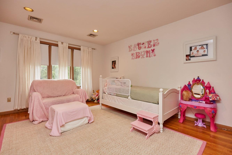 15 – 80 Hillside Avenue – Second Level Bedroom