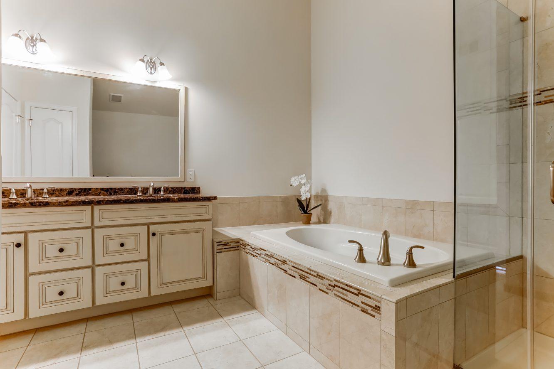 16 – 19 Woodstone Circle – Spa-like Master Bath