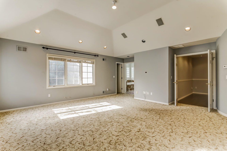 16 – 4 Hadrian Drive – Master Bedroom