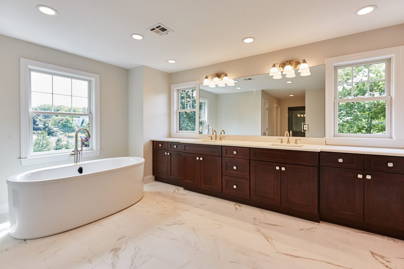 16 – 467 Old Short Hills Road – Spa-like Master Bath