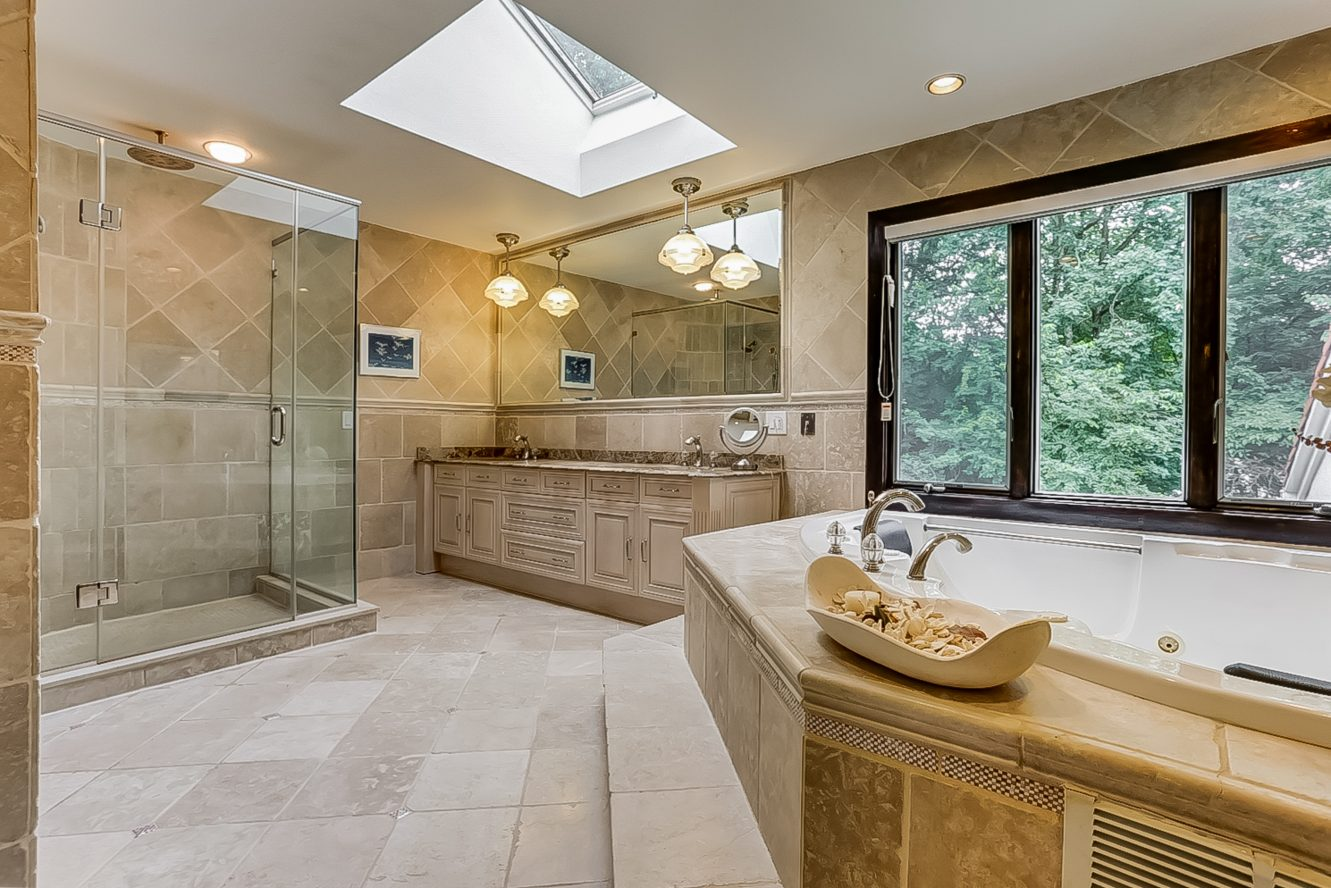 17 – 200 White Oak Ridge Road – Spa-like Master Bath