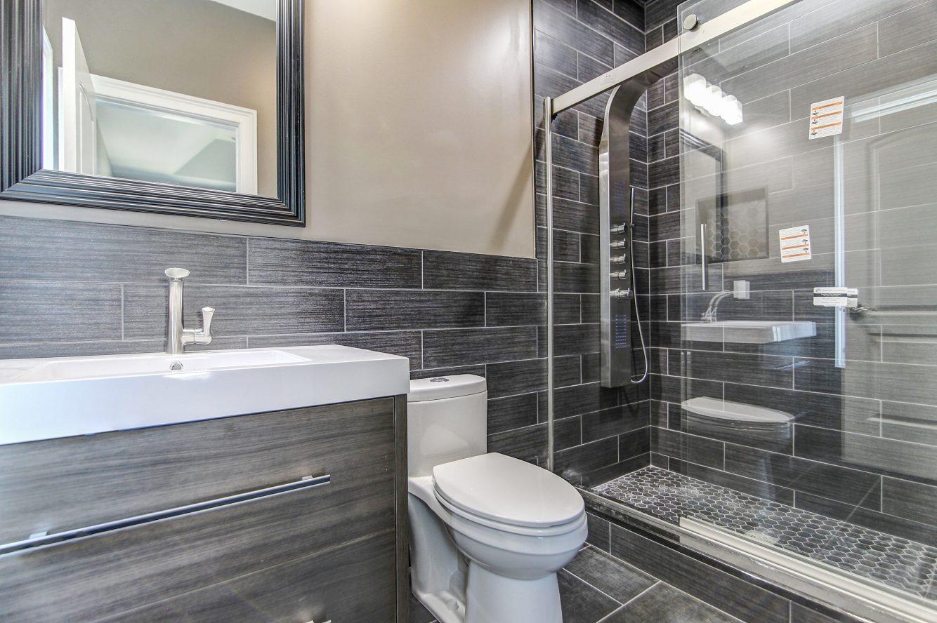 17 – 21 Johnson Drive – Bedroom 3 En Suite Bath