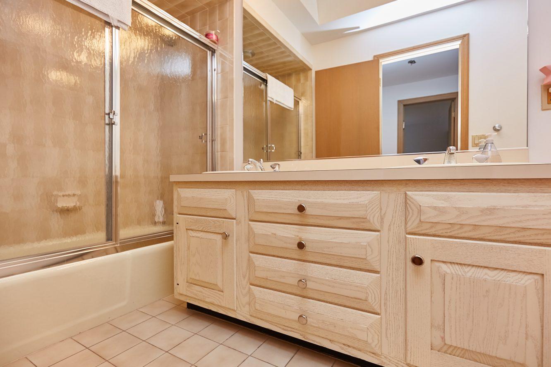 17 – 80 Hillside Avenue – Second Level Full Bath