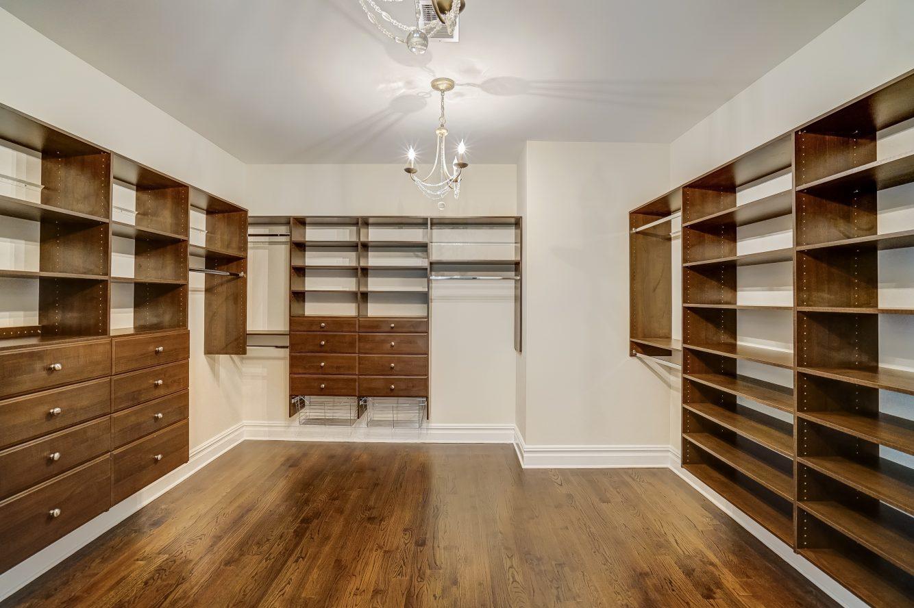 18 – 110 Farley Road – Walk-in Closet