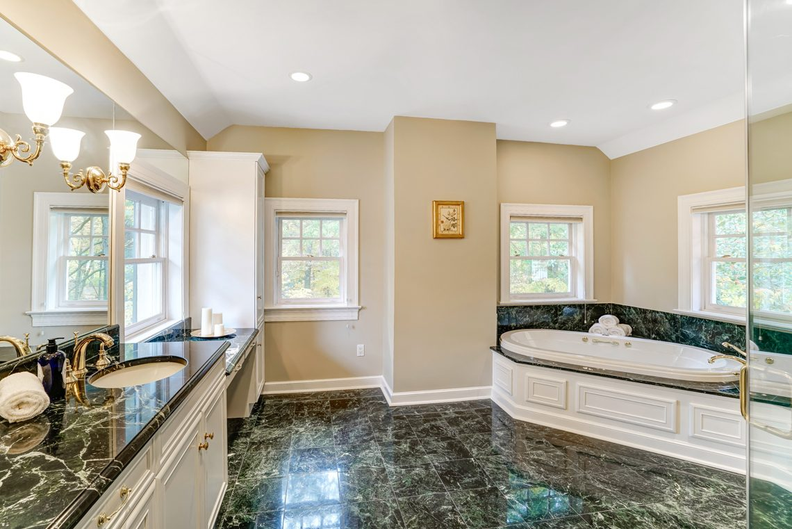 18 – 88 Birch Lane – Spa-like Master Bath