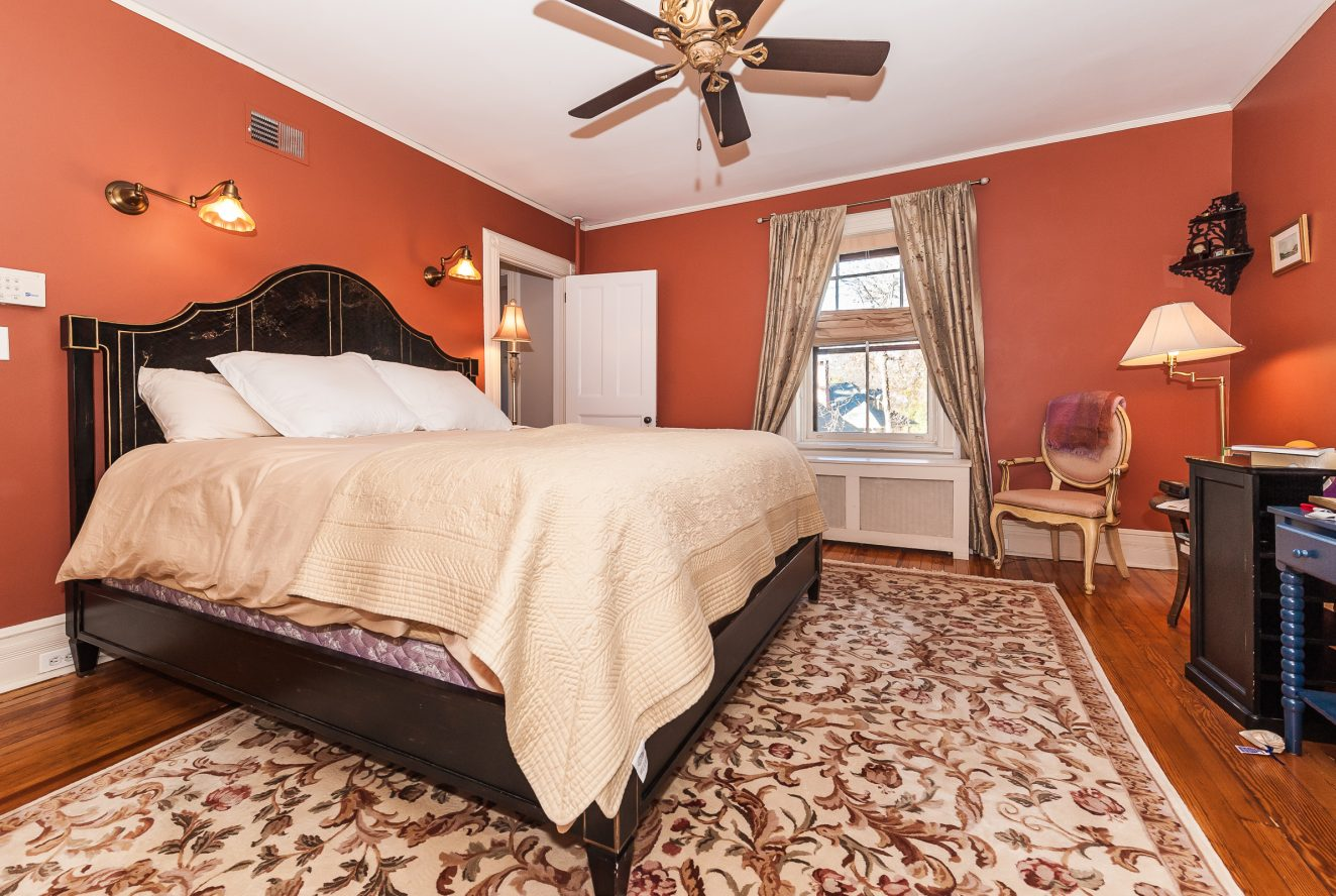 19 – 63 Crescent Place – Master Bedroom