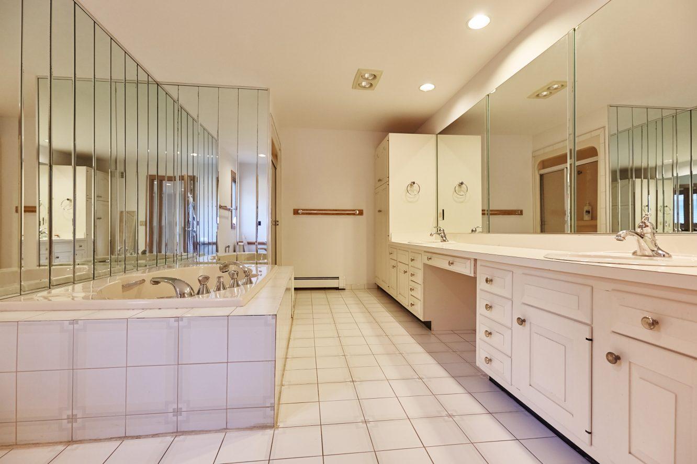 19 – 80 Hillside Avenue – 1st Level In-law Suite Bath
