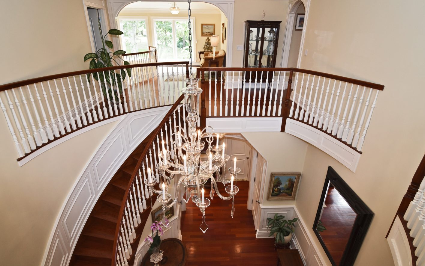2 – 28 Holly Drive – Grand Entrance Hall
