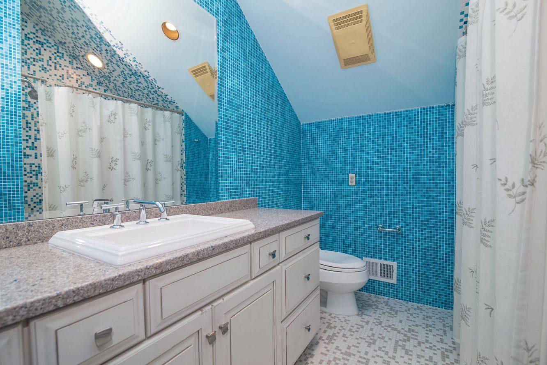 20 – 4 Hadrian Drive – Bedroom 2 En Suite Bath