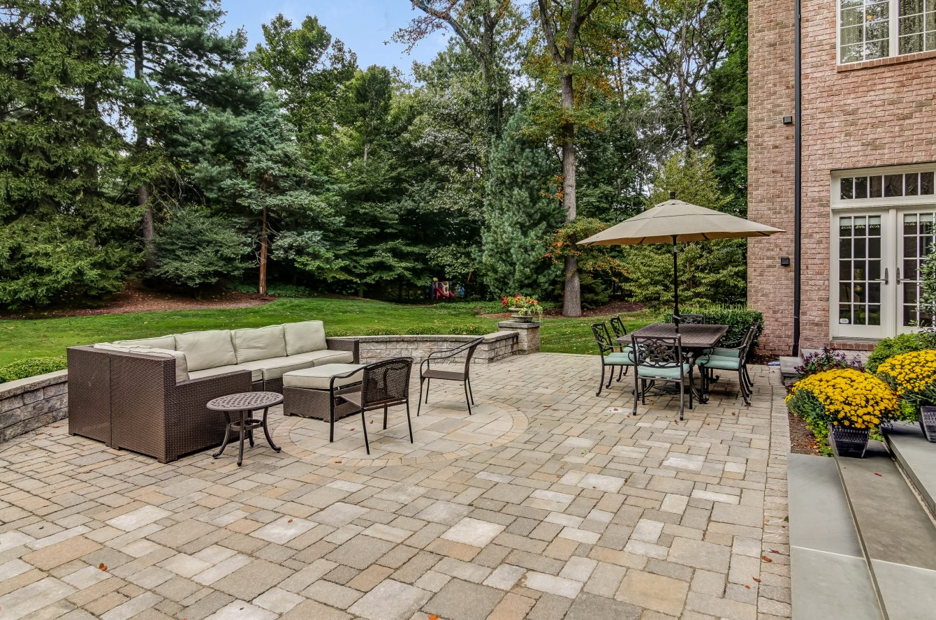 21 – 12 Shirlawn Drive – Beautiful Patio, Perfect for Entertaining!