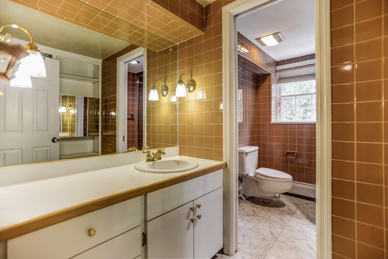 21 – 31 Park Lane – Lower Level Full Bath