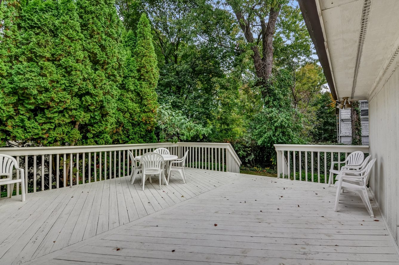 21 – 80 Hillside Avenue – Gorgeous Deck