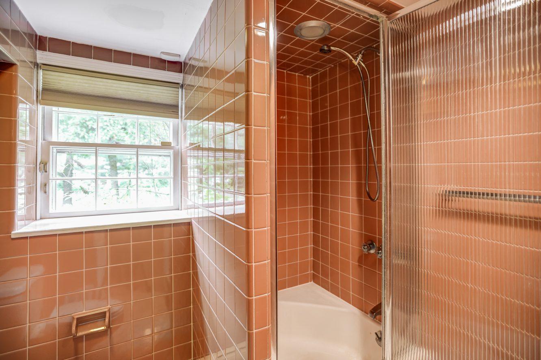 22 – 31 Park Lane – Lower Level Full Bath