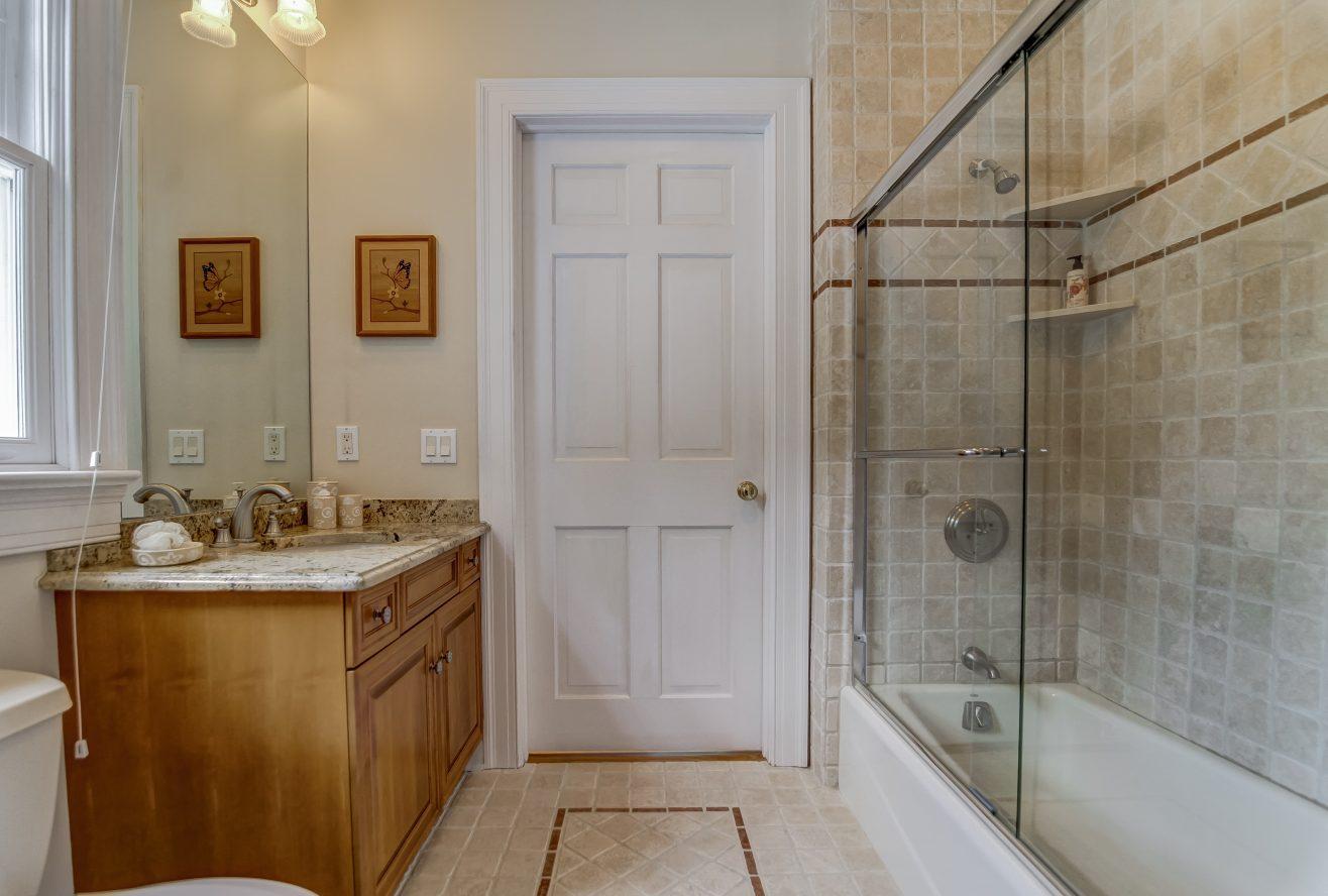 22 – 88 Birch Lane – Jack & Jill Bathroom