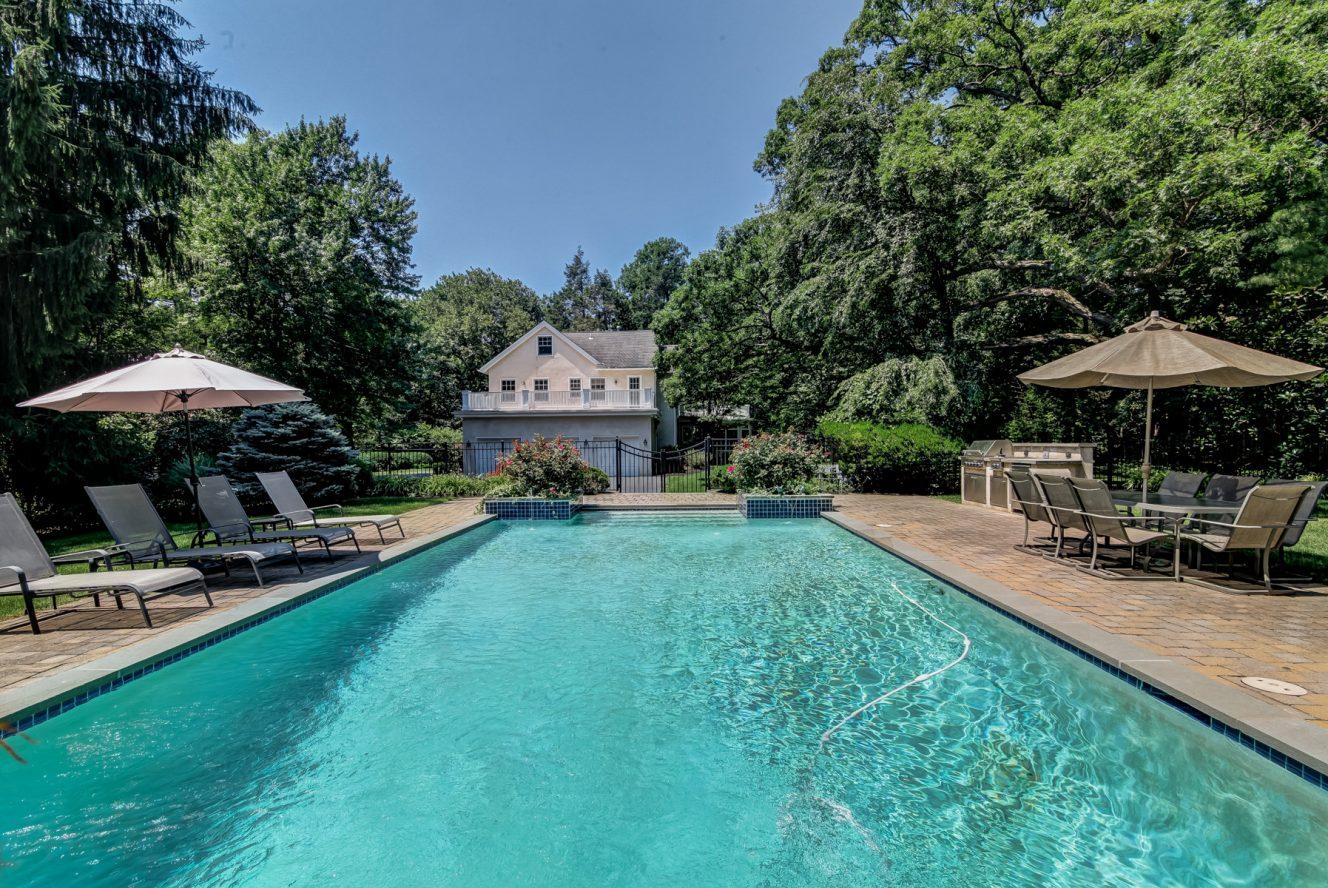 23 – 88 Birch Lane – Gorgeous Pool