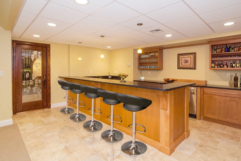 24 – 4 Hadrian Drive – Recreation Room & Wet Bar