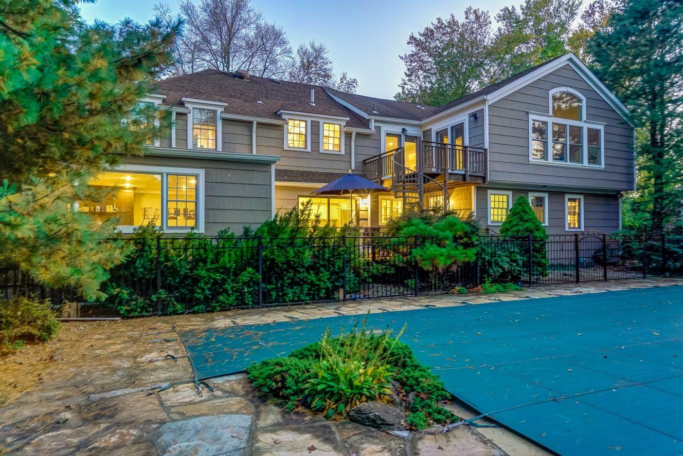 24 – 59 Harvey Drive – Gorgeous Pool & Backyard
