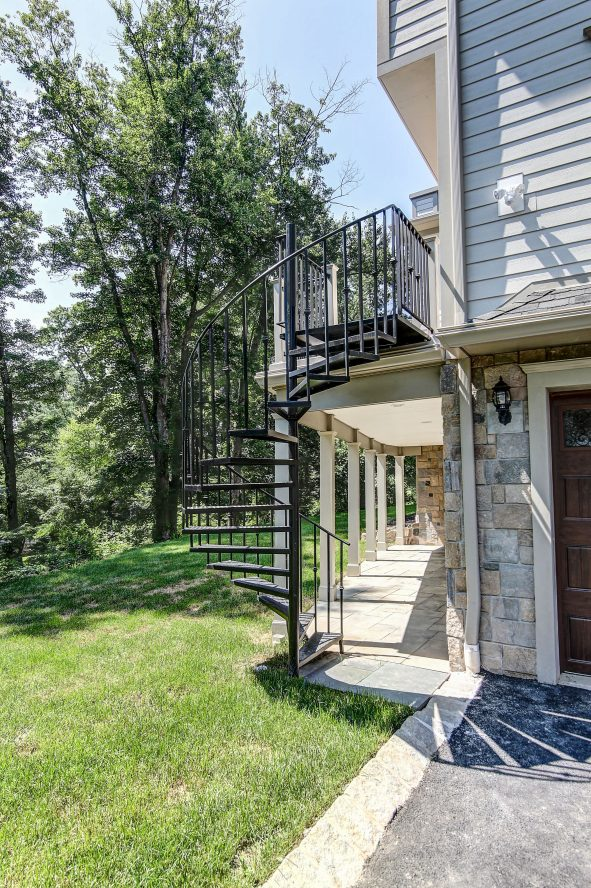 25 – 21 Johnson Drive – Spiral Stairs