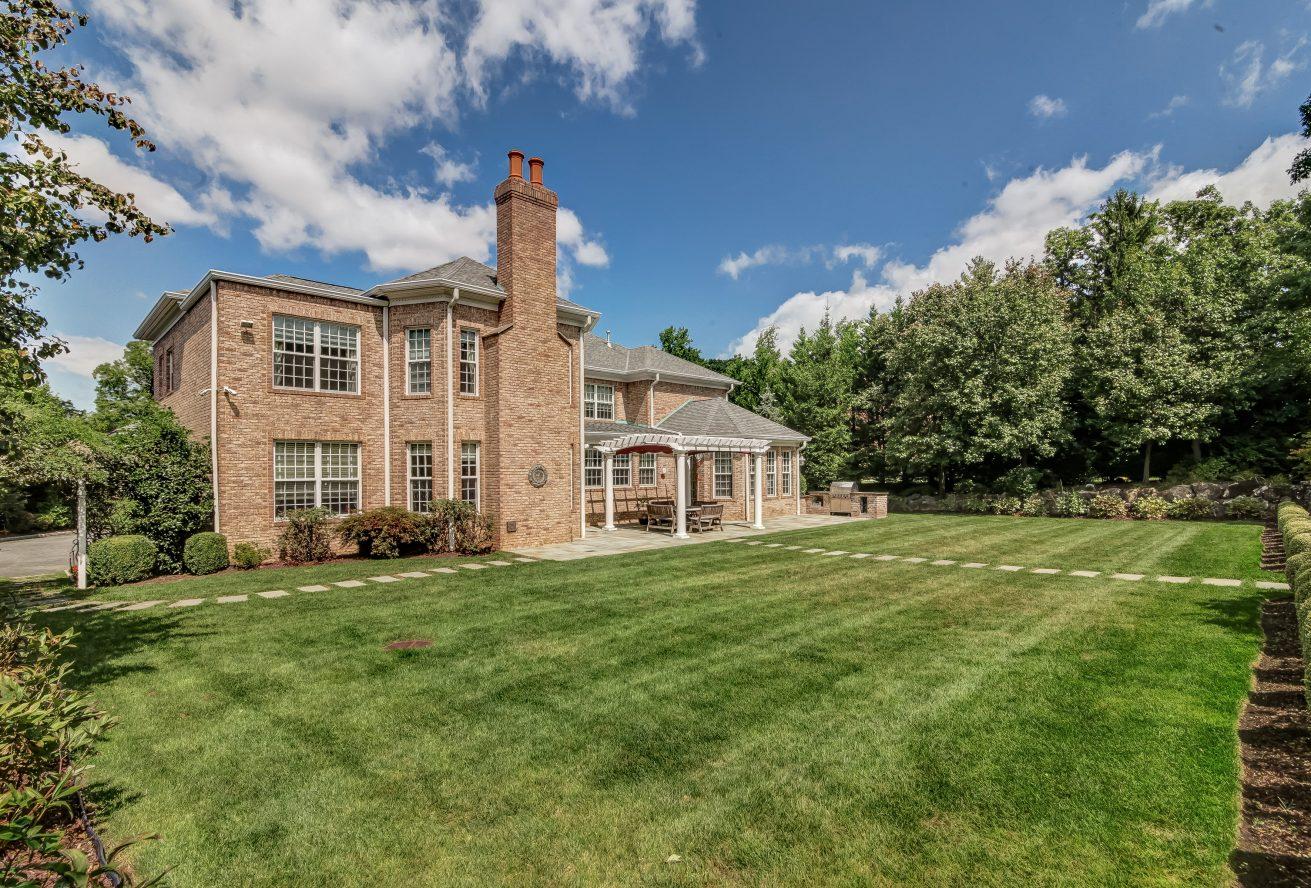 25 – 46 Great Hills Terrace – Totally Level Backyard