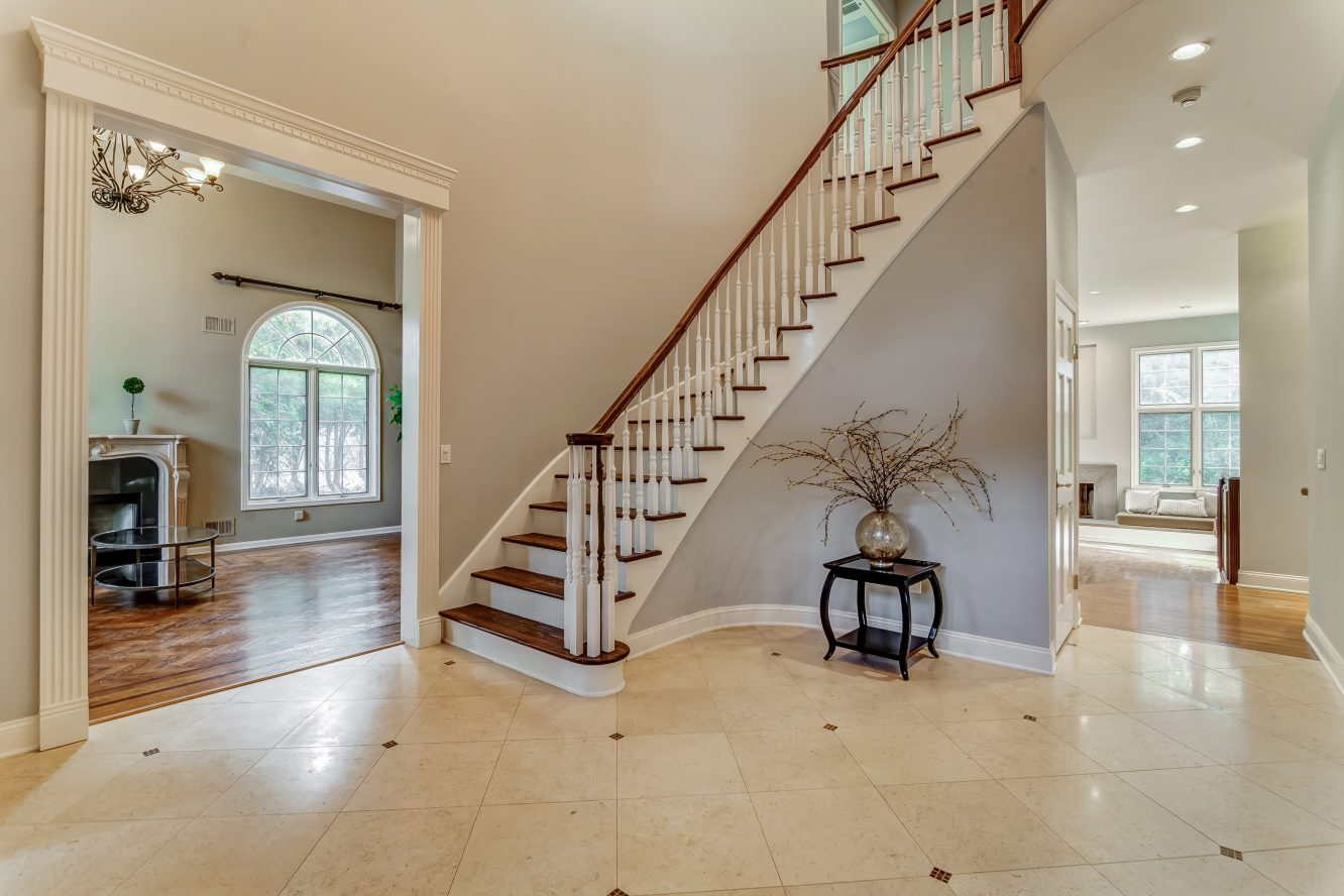 3 – 4 Hadrian Drive – Two Story Grand Entrance Hall