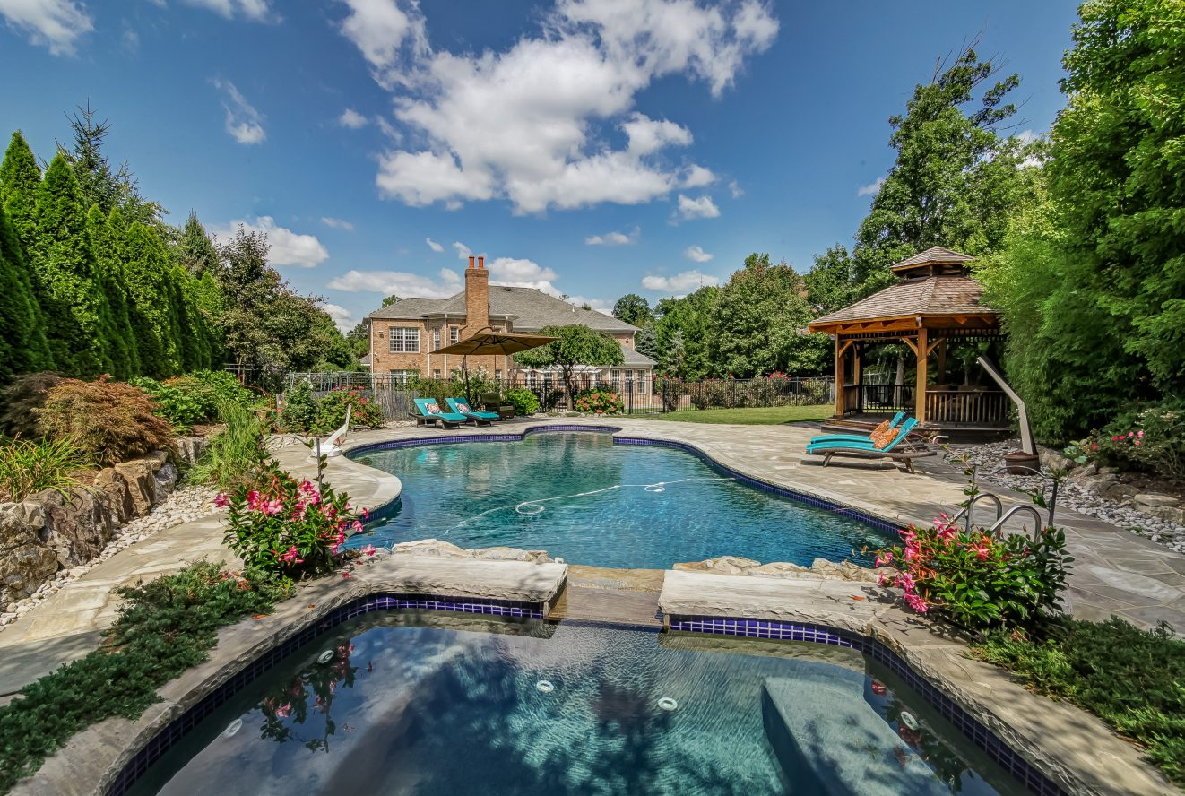 3 – 46 Great Hills Terrace – Your Own Private Oasis!