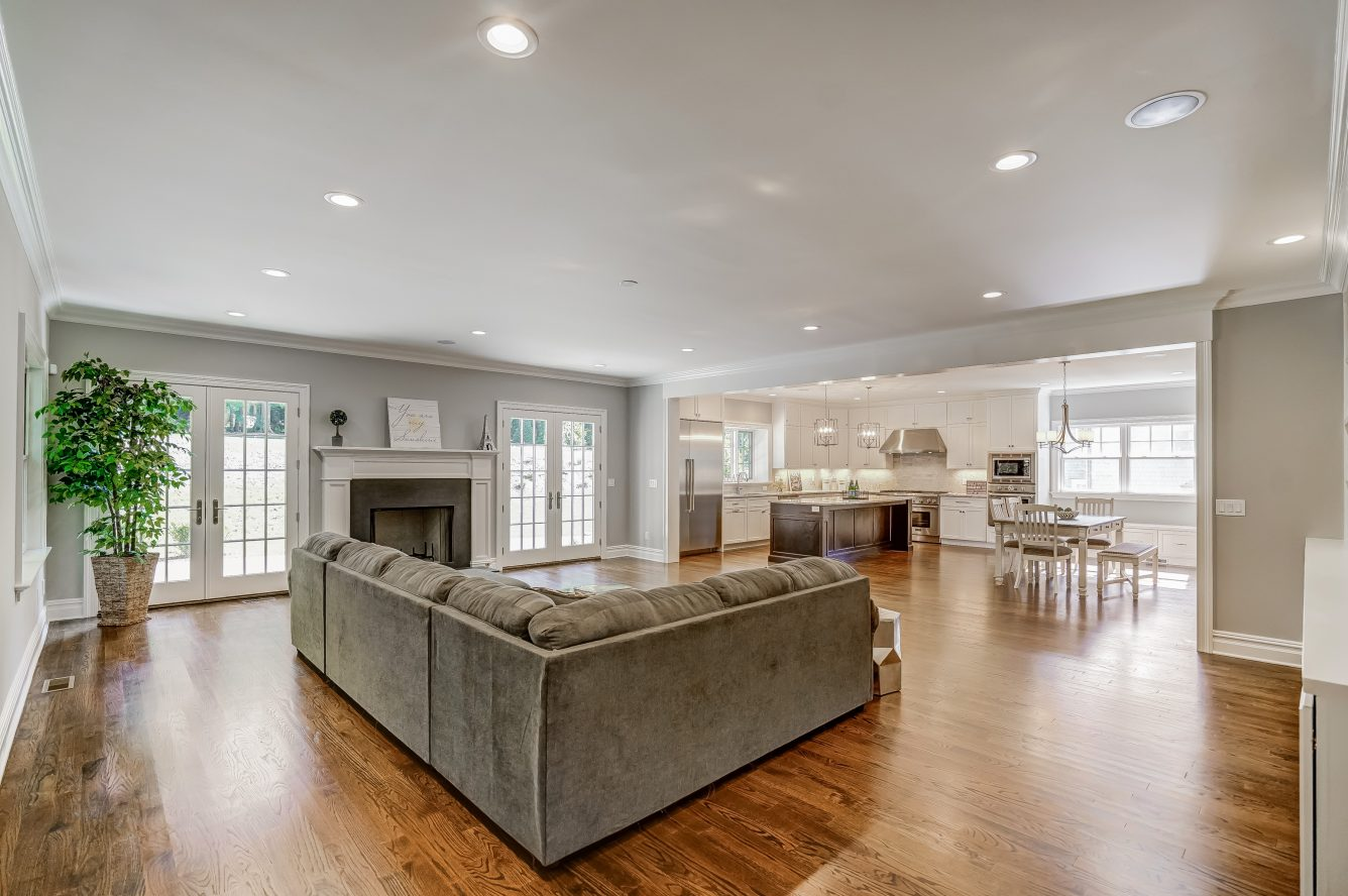 4 – 110 Farley Road – Family Room & Gourmet Eat-in Kitchen
