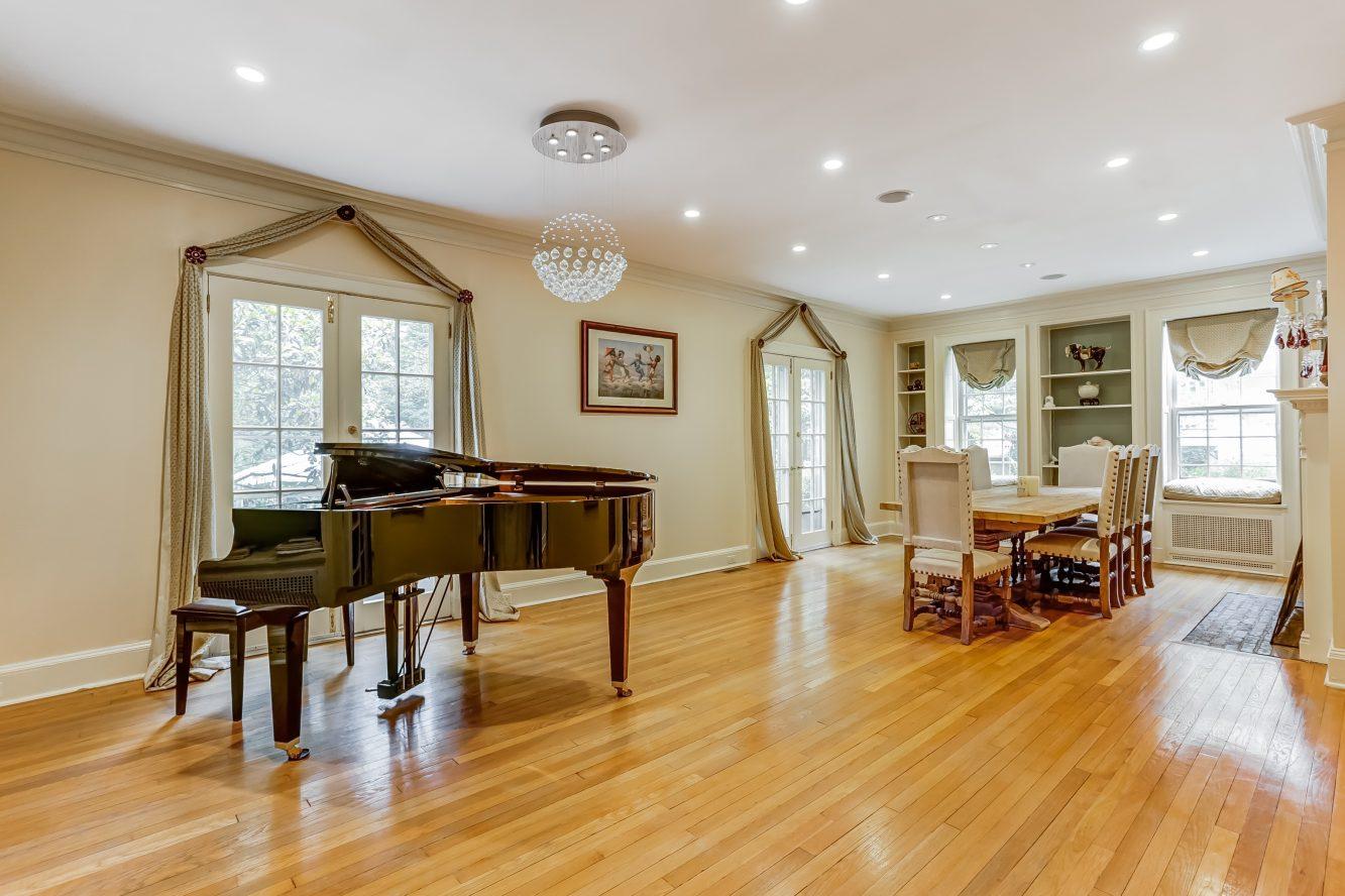 4 – 2 Tall Pine Lane – Living Room