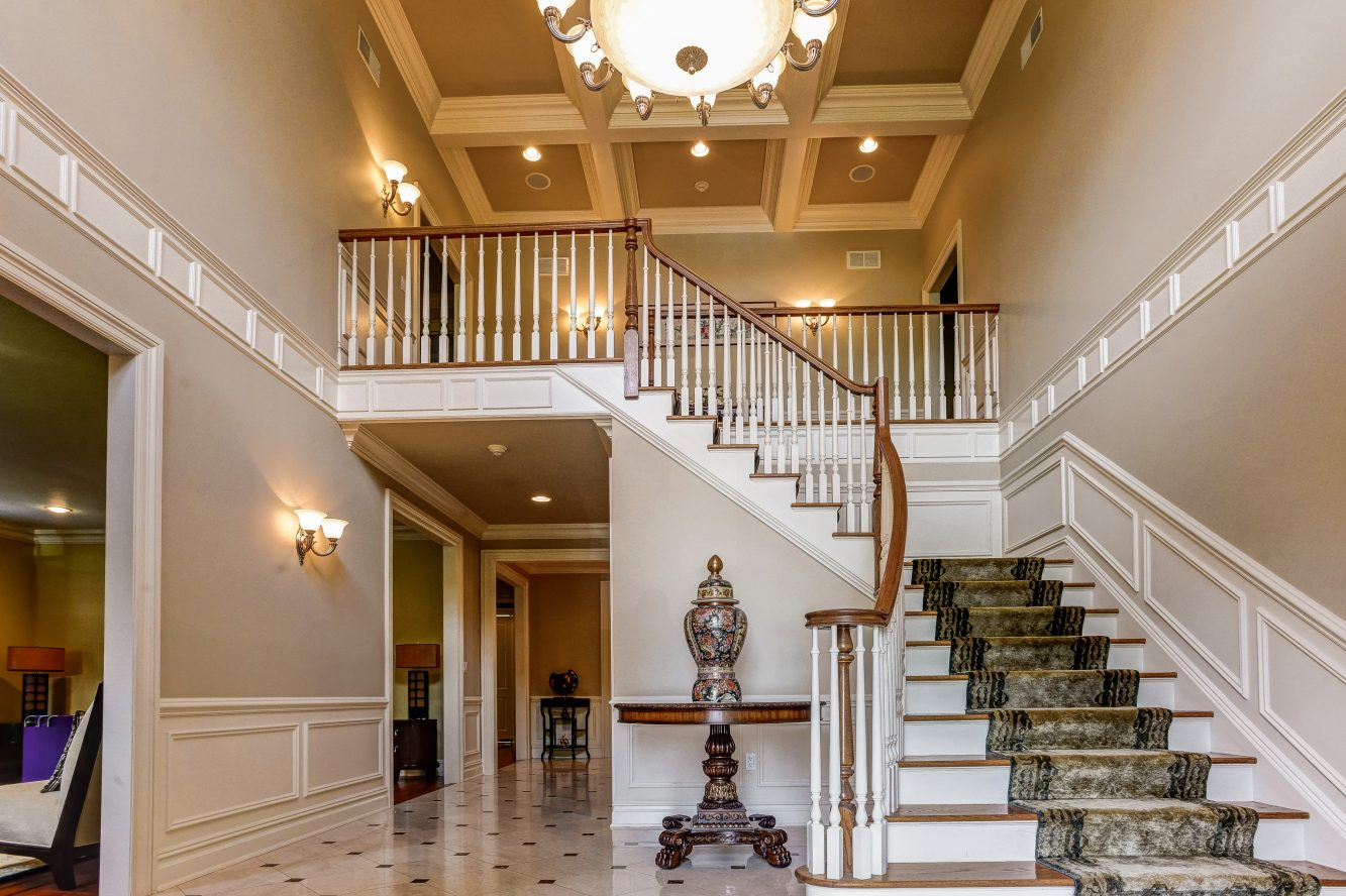 4 – 46 Great Hills Terrace – Grand Entrance Hall with 20′ ceilings