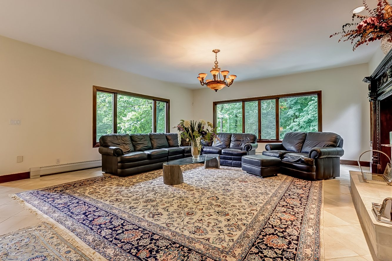 5 – 200 White Oak Ridge Road – Living Room