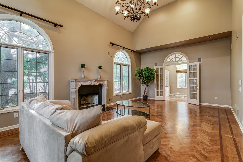 5 – 4 Hadrian Drive – Living Room