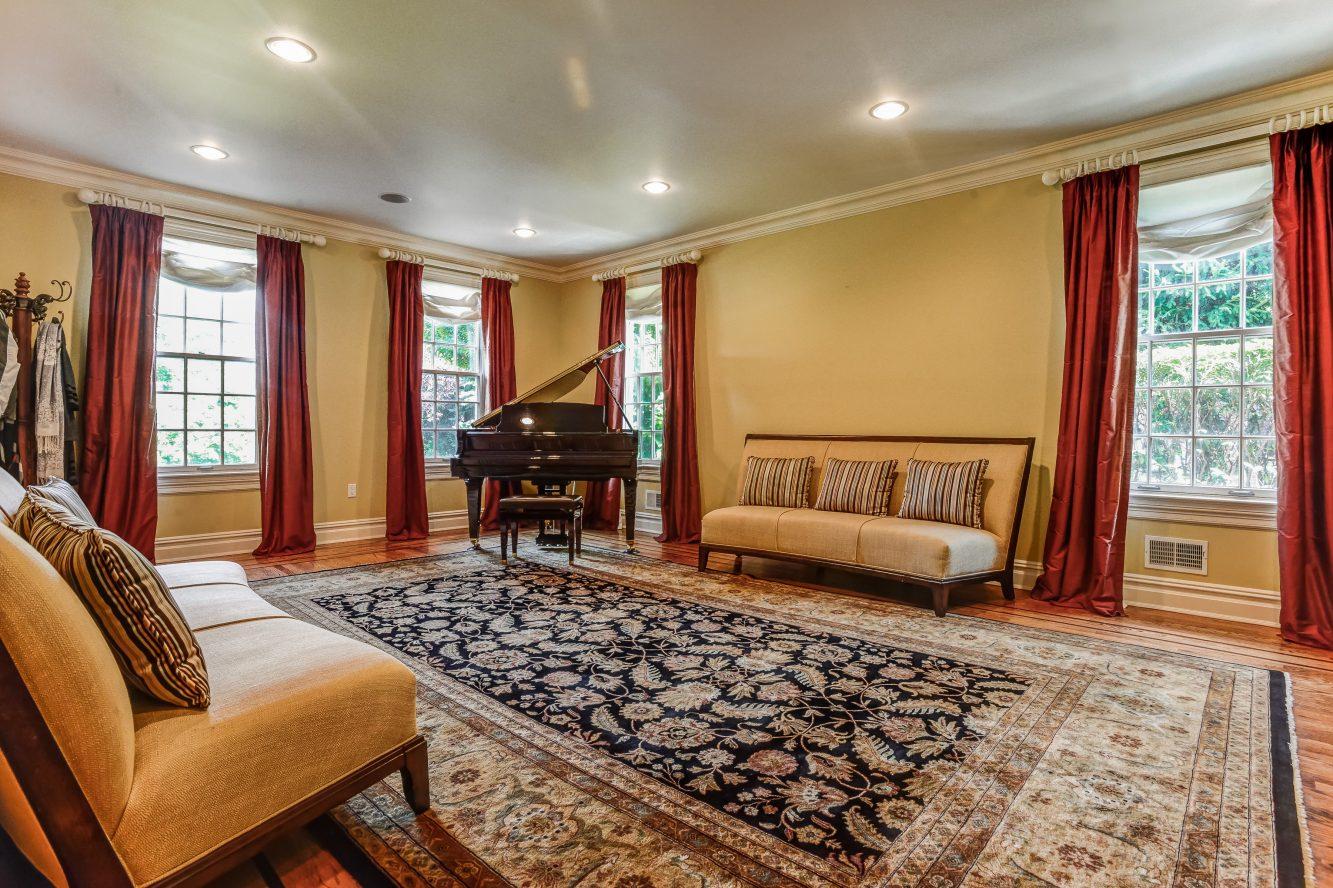 5 – 46 Great Hills Terrace – Living Room