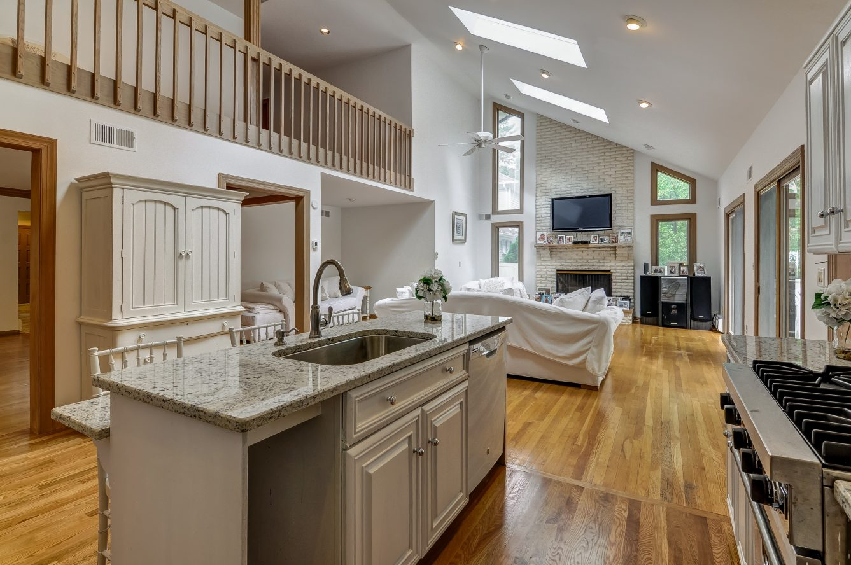 5 – 80 Hillside Avenue – Family Room & Stunning Kitchen