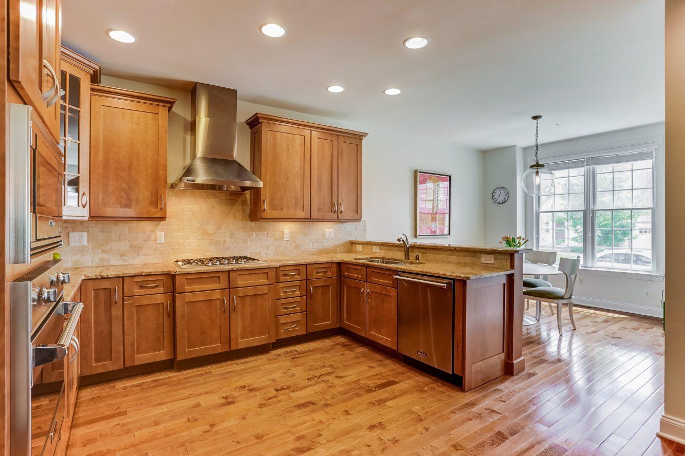 6 – 19 Woodstone Circle – Gourmet Eat-in Kitchen